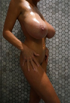 Perfect tits shower, Ebony ass shakin